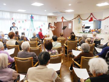 クリスマスソングを歌いました♪